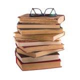 Stapel oude boeken en bril in dik-omrand Royalty-vrije Stock Afbeeldingen