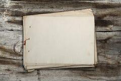 Stapel oude documenten Stock Afbeeldingen