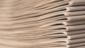 Stapel Oude Kranten royalty-vrije stock afbeeldingen