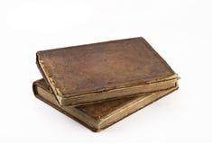 Stapel Oude verzwakte boeken die over wit worden geïsoleerdv stock afbeeldingen
