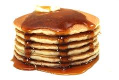 Stapel Pfannkuchen und Sirup Lizenzfreies Stockfoto