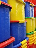 Stapel plastic containers Stock Foto's