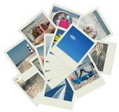 Stapel polaroidfelder mit Ferienfotos Stockfotografie