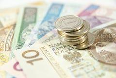 Stapel polnische Münzen auf Bargeld Stockfotografie