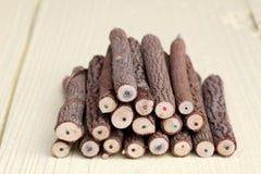 Stapel potloden van de boomboomstam royalty vrije stock afbeeldingen afbeelding 32451249 - Geschilderde bundel ...