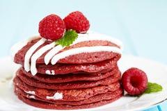 Stapel Rode Pannekoeken van het Fluweel Royalty-vrije Stock Afbeelding