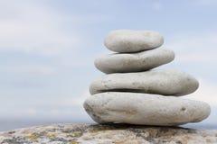 Stapel runde glatte Steine Stockbild