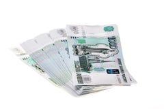 Stapel russische Rubel auf weißem Hintergrund Lizenzfreies Stockbild