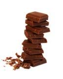 Stapel Schokolade auf weißem Hintergrund Stockfoto