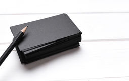 Stapel schwarze Visitenkarten Lizenzfreie Stockfotografie