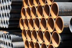 Stapel Stahlrohre Stockfoto
