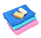 Stapel Tücher und Seife Stockbild