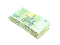Stapel thailändisches Geld auf weißem Hintergrund Stockbild