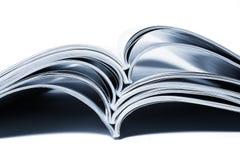 Stapel tijdschriften en boeken Stock Foto's