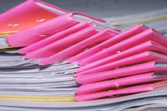Stapel Tutorpapierblätter stockbild