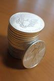 Stapel US-silberne Adler-Münzen Stockbild