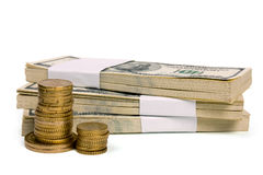 Stapel van $100 rekeningen met muntstukken Royalty-vrije Stock Afbeelding