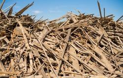 stapel van afval van voorbereid de bosindustrie Royalty-vrije Stock Fotografie