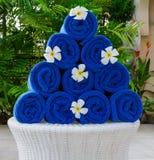 Stapel van blauwe handdoeken Stock Afbeeldingen