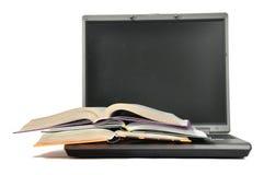 Stapel van boek en laptop Royalty-vrije Stock Afbeelding