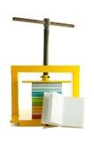 Stapel van boeken in het kader van de pers en een open boek Stock Afbeelding