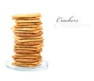 Stapel van crackers op een kleine glasplaat. Stock Afbeelding