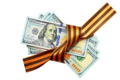 Stapel van de dollars met een giftlint dat worden gebonden Royalty-vrije Stock Afbeeldingen