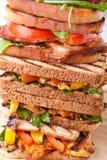 Stapel van de geroosterde sandwiches van BTL en van de kip Stock Afbeeldingen