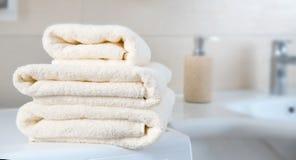 Stapel van de gevouwen ruimte van het handdoeken lege exemplaar stock fotografie