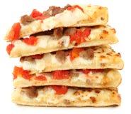 Stapel van de Pizza van de Hamburger van de Tomaat met Witte saus royalty-vrije stock afbeeldingen