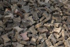 Stapel van de verworpen keien van de bestratings segmentale betonmolen stock afbeelding