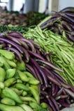 Stapel van diverse groenten en peulvruchten stock fotografie