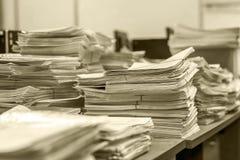 Stapel van document documenten in het bureau Royalty-vrije Stock Foto