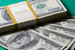 Stapel van Dollar Honderd Stock Foto