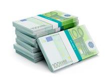 Stapel van 100 euro bankbiljettenbundels Stock Foto