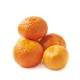 Stapel van geïsoleerde mandarijnen Stock Foto