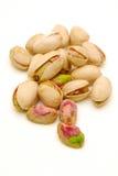 Stapel van geïsoleerder pistachenoten Stock Foto