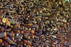Stapel van gehakt brandhout royalty-vrije stock afbeeldingen