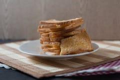 Stapel van gesneden knapperig beboterd brood met suiker Royalty-vrije Stock Fotografie