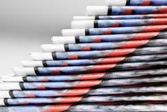 Stapel van gevouwen kranten in piramidevorm Stock Foto's