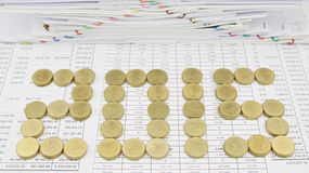 Stapel van gouden muntstuk als 2015 Royalty-vrije Stock Foto
