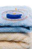 Stapel van handdoeken en meetlint Stock Fotografie