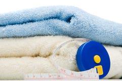 Stapel van handdoeken en meetlint Stock Foto's