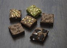 Stapel van Heerlijke Chocolade en groene thee Brownies Stock Afbeelding