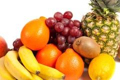 Stapel van heerlijke tropische vruchten Stock Foto's