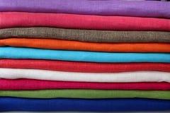 Stapel van helder gekleurd weefsel Stock Fotografie