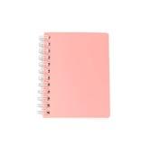 Stapel van het boek en het notitieboekje van het ringsbindmiddel op wit wordt geïsoleerd dat Royalty-vrije Stock Foto