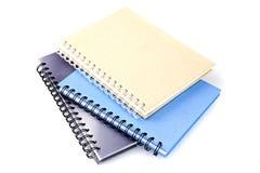 Stapel van het boek of het notitieboekje van het ringsbindmiddel op wit Royalty-vrije Stock Afbeelding