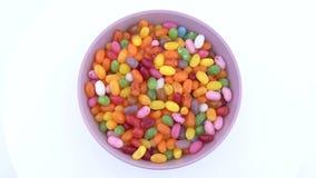 Stapel van het kleine boon gevormde suikergoed van de suikergelei rotating Mening van bovengenoemd/lucht stock footage