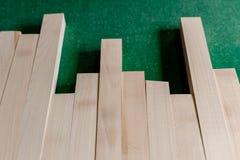 Stapel van hout in verschillende afmeting stock afbeelding